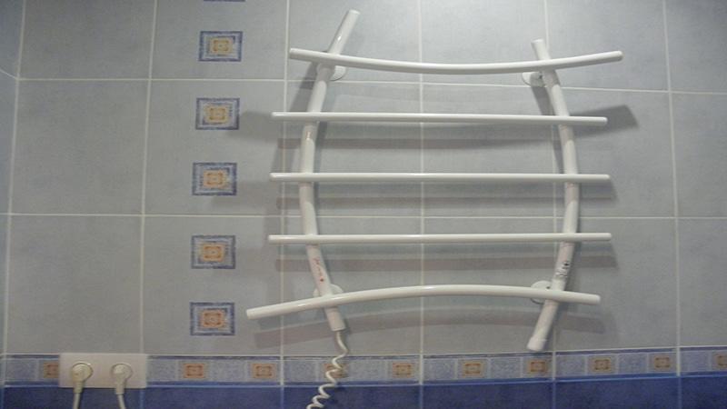 Электрический радиатор-сушилка для белья