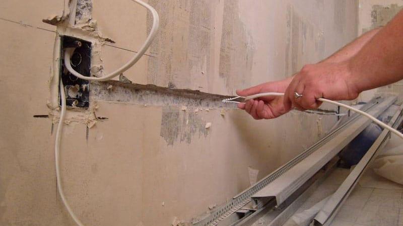Монтаж труб внутрь стен