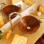 Деревянный умывальник в ванную
