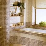 Римская штора на окне ванной
