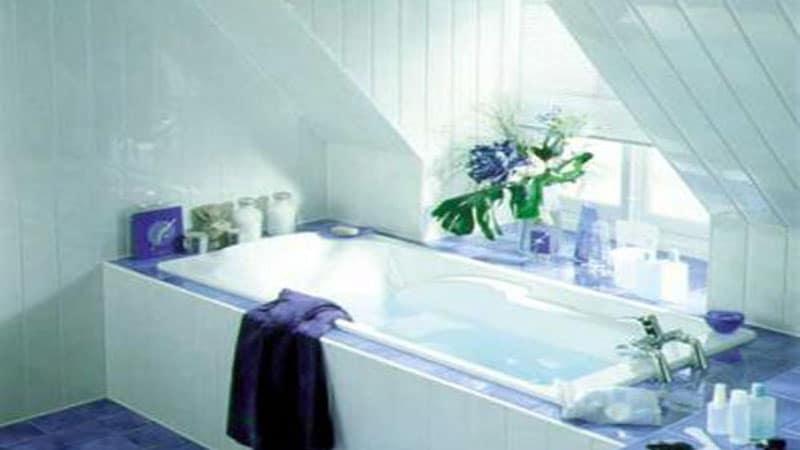 Ванная с окном во французском стиле