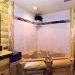 Частичная облицовка кафелем ванной в деревянном доме