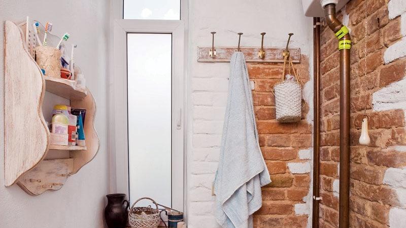Кирпичная кладка в ванной комнате в стиле лофт