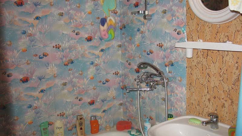Оклейка стен ванной клеенкой