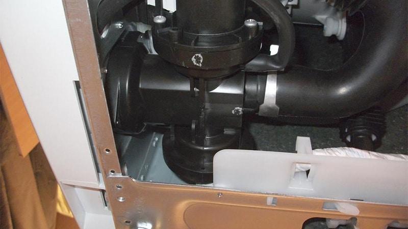 Как почистить сливной насос в стиральной машине