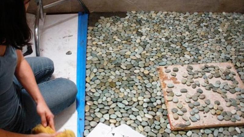 Пол из камня в ванной своими руками