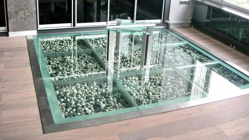 Как сделать каменный пол под стеклом