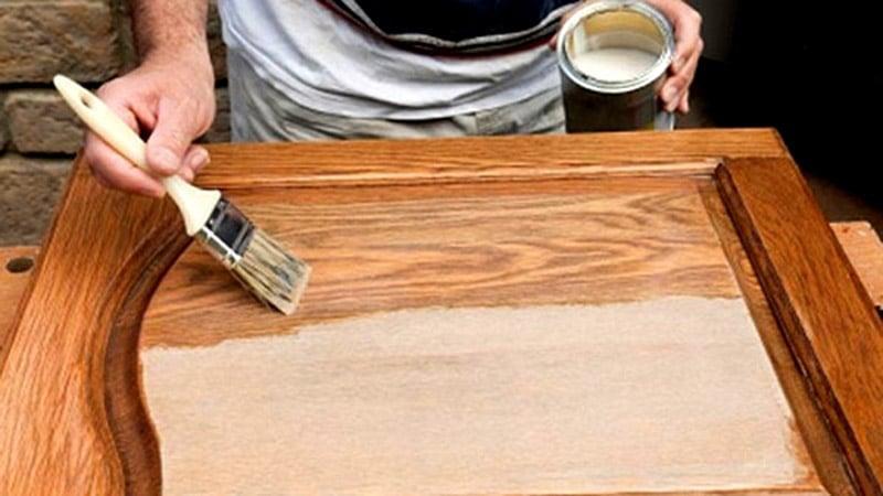 Дополнительная лакировка недорогой мебели
