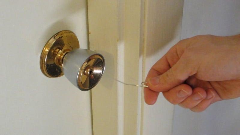 как установить ручку на межкомнатную дверь с защёлкой