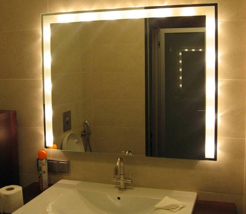 чем помыть зеркало без разводов