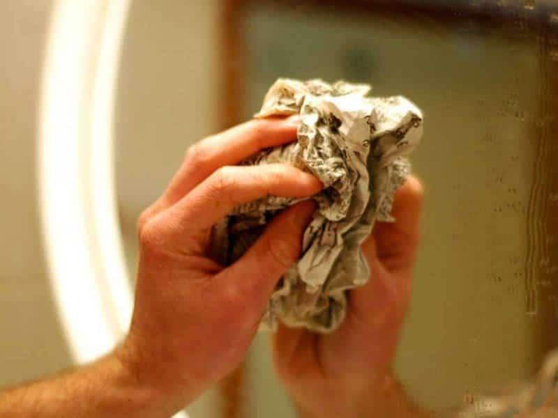 как отмыть зеркало в ванной от известкового налета