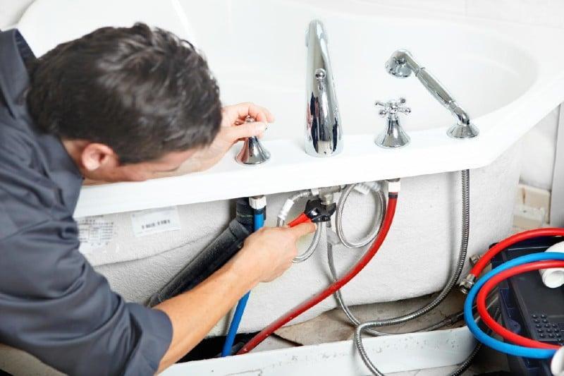 почему в ванной гудит кран при включении воды